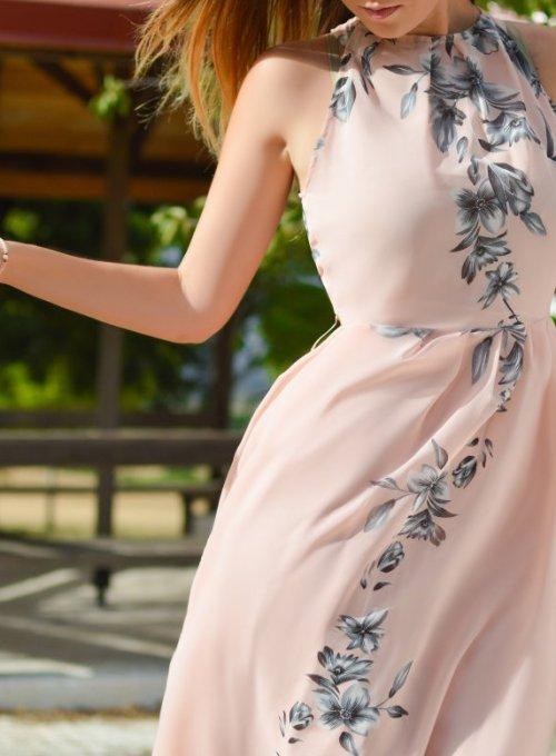 Wiosenne kreacje – grochy, krata i kwiatowe motywy