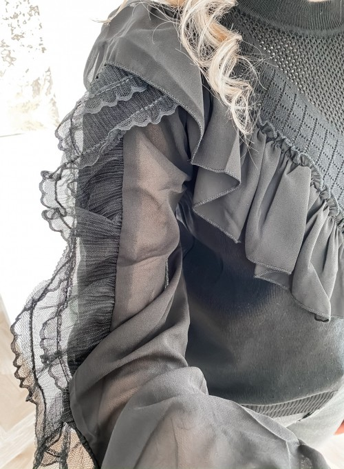 Bluzka z tiulowym rękawem czarna 4