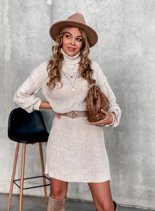Swetrowa sukienka z golfem beżowa