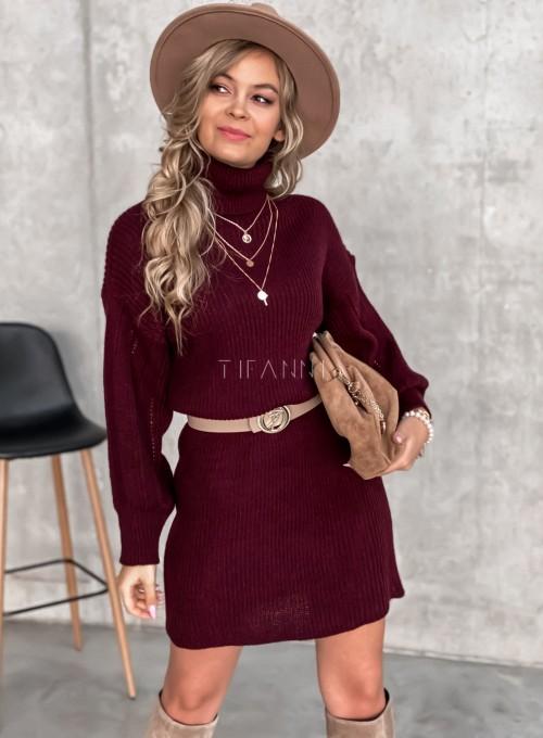 Swetrowa sukienka z golfem