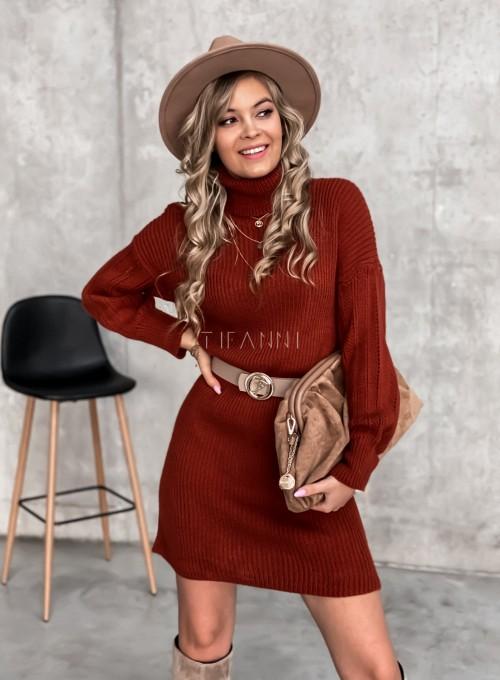 Swetrowa sukienka z golfem w kolorze ceglastym