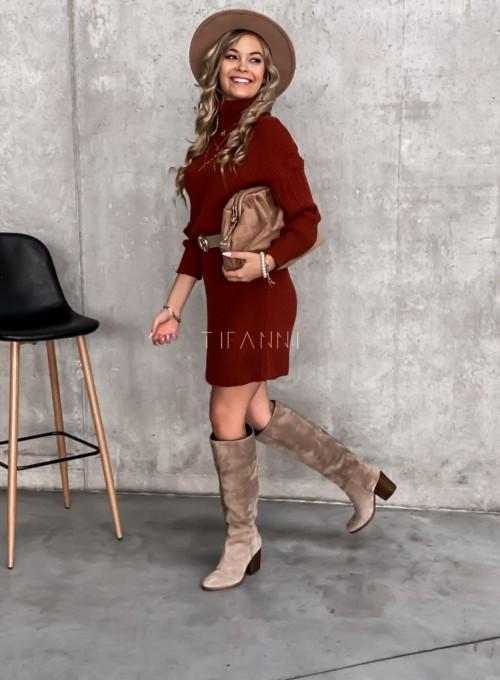 Swetrowa sukienka z golfem w kolorze ceglastym 3
