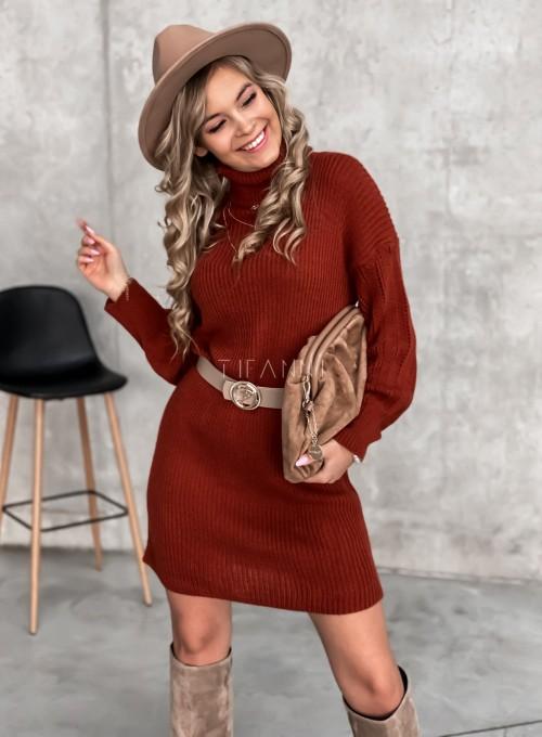 Swetrowa sukienka z golfem w kolorze ceglastym 2