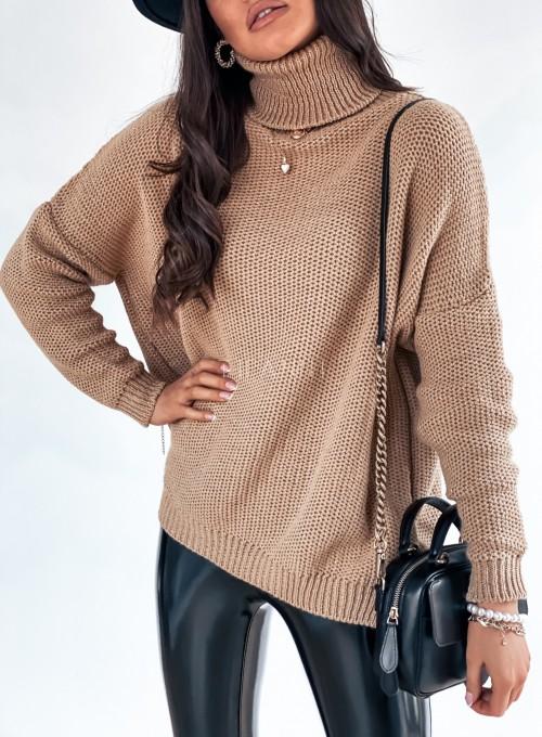 Sweter golf ze srebrną nitką camel 1