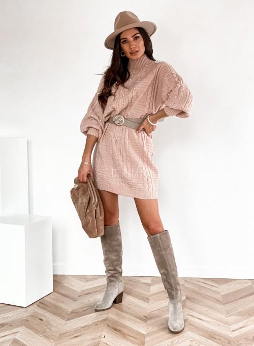 Sukienka swetrowa zdobiona perełkami pudrowa 2