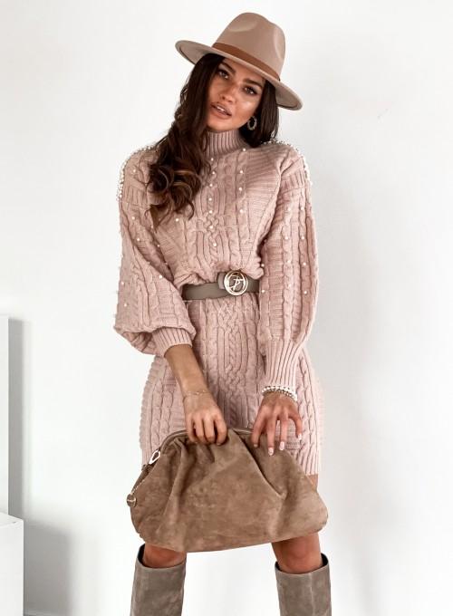 Sukienka swetrowa zdobiona perełkami pudrowa 3