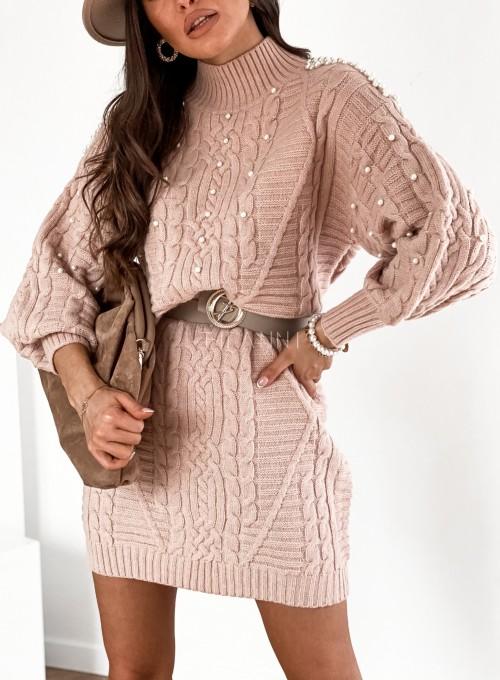 Sukienka swetrowa zdobiona perełkami pudrowa 1