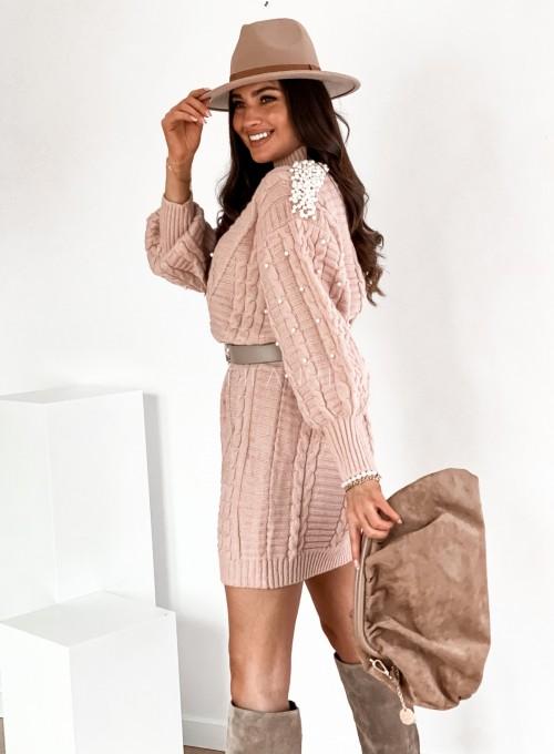 Sukienka swetrowa zdobiona perełkami pudrowa 7