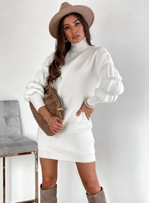 Sukienka swetrowa z golfem Alexa śmietankowa 3