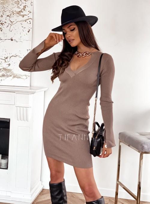 Sukienka Palio z ozdobnymi łańcuchem na szyi