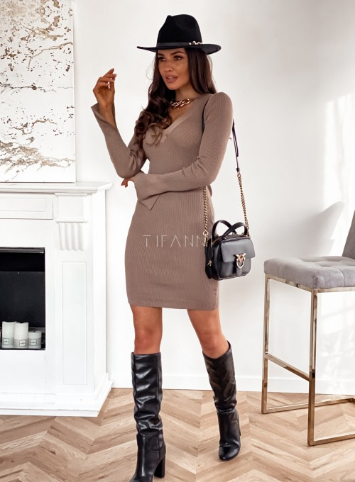 Sukienka Palio z ozdobnymi łańcuchem na szyi 3
