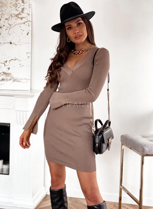 Sukienka Palio z ozdobnymi łańcuchem na szyi 4