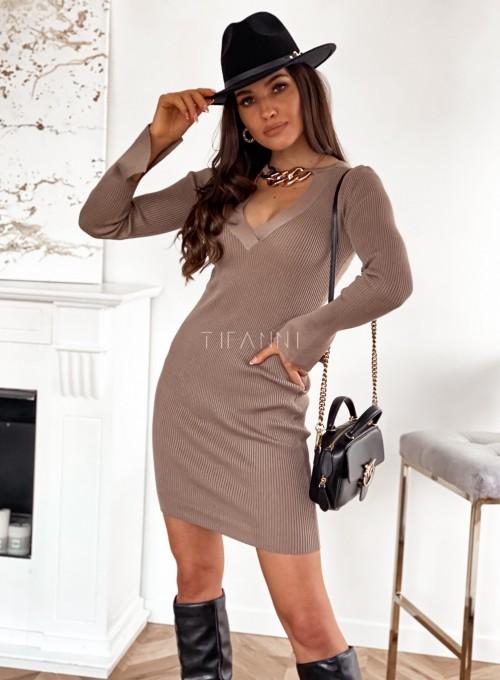 Sukienka Palio z ozdobnymi łańcuchem na szyi 5