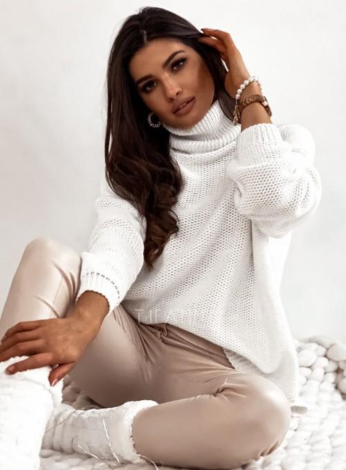 Sweter golf ze srebrną nitką śmietankowy