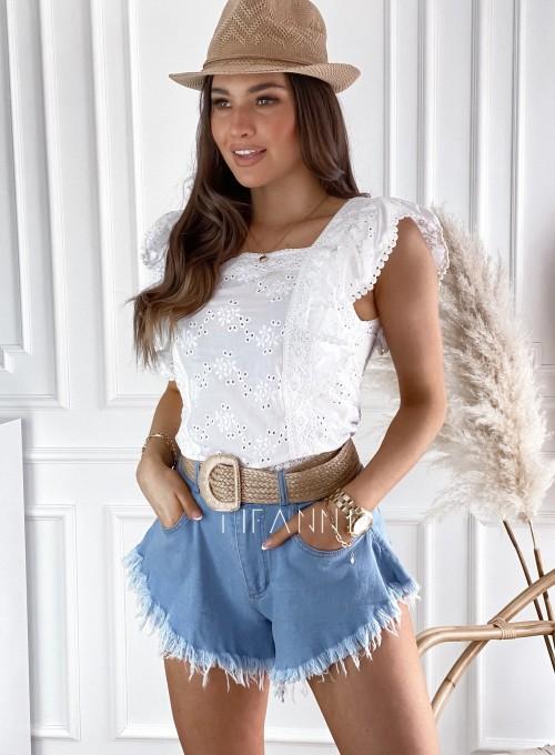 Biała bluzka z ażurowymi falbankami Pila