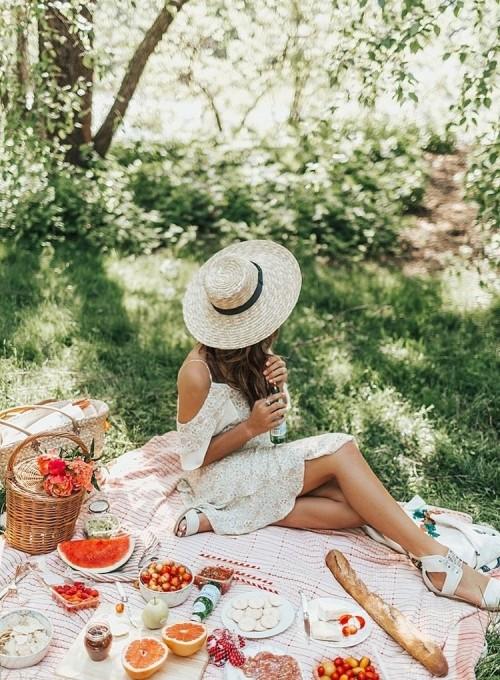 Zwiewne sukienki idealne na lato i wakacyjne wyjazdy.