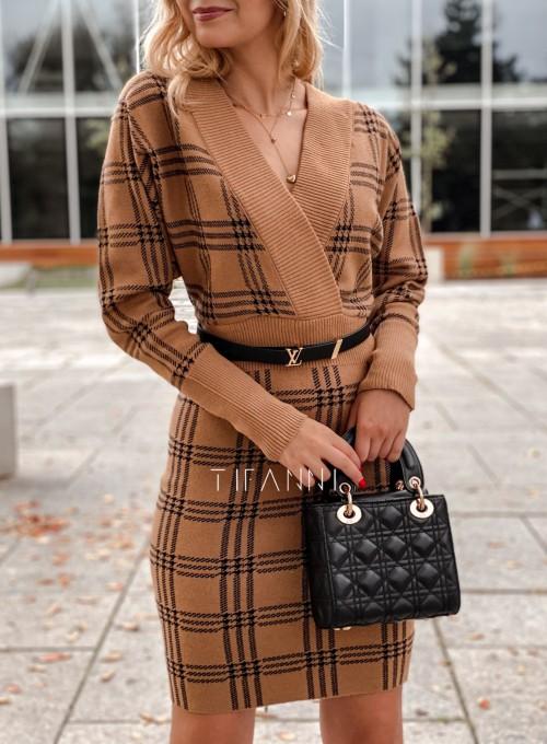 Dzianinowa sukienka Ximi karmelowa w czarną kratę 1