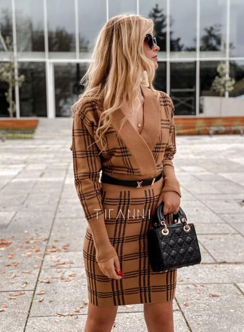 Dzianinowa sukienka Ximi karmelowa w czarną kratę 5