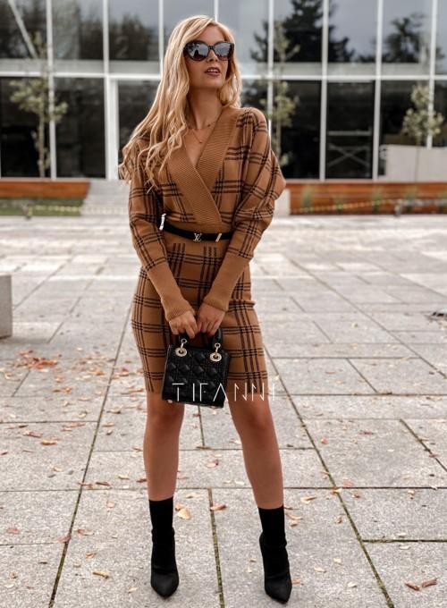 Dzianinowa sukienka Ximi karmelowa w czarną kratę 7