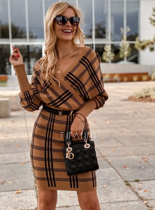 Sukienka dzianinowa Bibi karmelowa w czarną kratę 4