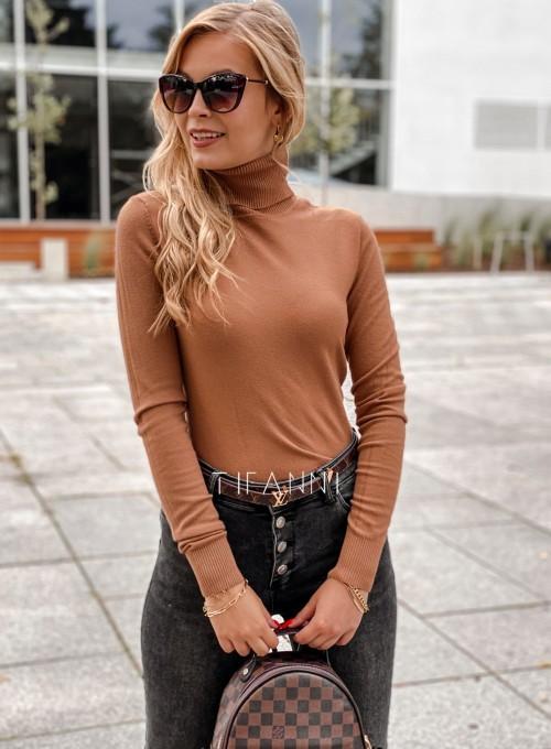 Sweter golf Mati dopasowany karmelowy 4