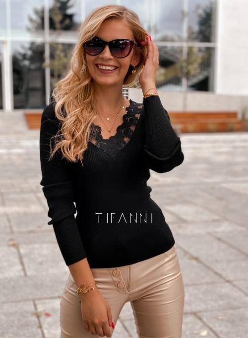 Bluzka z koronkowym dekoltem Tiara czarna 2