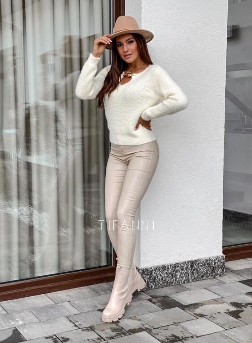 Sweter z ozdobnym łańcuszkiem Loretto śmietankowy 3