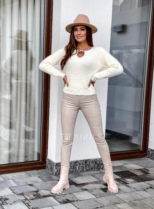 Sweter z ozdobnym łańcuszkiem Loretto śmietankowy 4